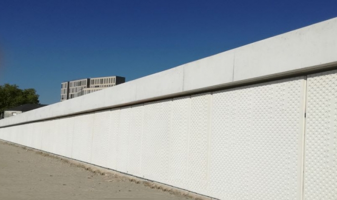 WHITE TEXTURED CONCRETE PANELS - BORDEAUX - FRANCE